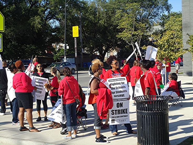 Striking Chicago Teacher's Union teachers picketing at South Shore HsChicago Teachers, Teachers Picket, Teachers Union, Union Teachers
