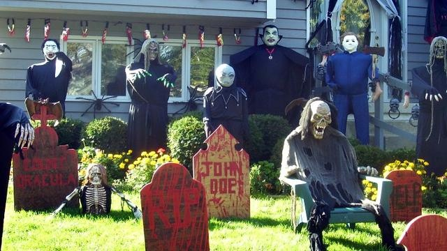 Your Photos: Halloween Yard Displays http://pinterest.com/hamptoninnmonro/ #hamptoninnmonroeville http://www.facebook.com/#!/HamptonInnMonroeville #pittsburghhotel