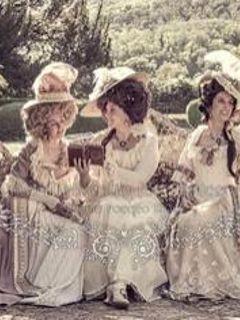 Pic nic in stile Rococò con abiti d'epoca alla Villa Reale di Monza