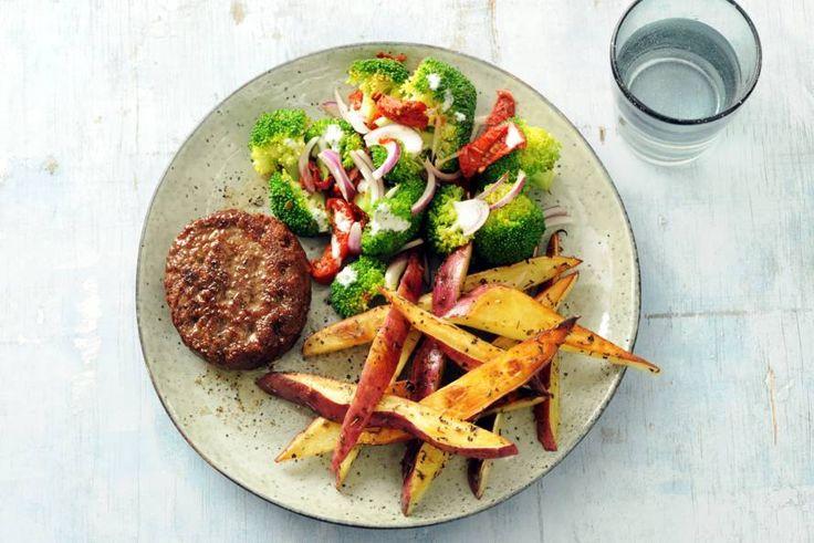27 januari - Broccoli in de bonus - Perfecte combinatie: Een smakelijke burger met verrassend ándere frites - Recept - Allerhande