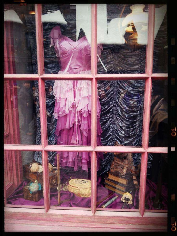 グラドラグス魔法ファッション店、USJで楽しむハリーポッターの世界