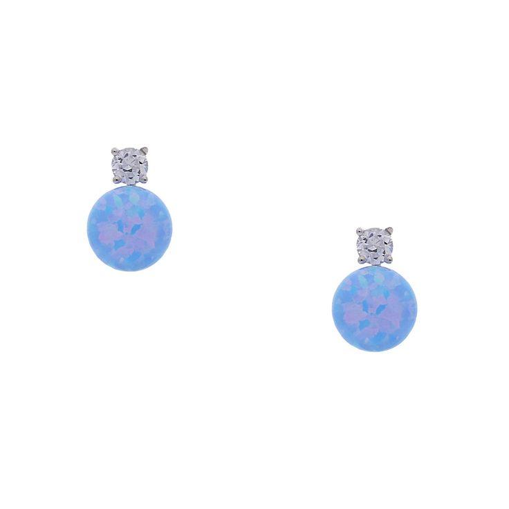 Der Steckerohrring Operla zeigt einmaliges Farbspiel auf kleinem Raum: In der Perle aus synthetischem Opal fließen Hellblau, Hellgrün und Pink ineinander wie in einem harmonischen Aquarell. Sie wird ideal vom funkelnden Stein über ihr abgerundet. Das im Ohrring verarbeitete 925er Silber ist rhodiniert und läuft dadurch nicht an. Perfekt, wenn du kleinere Ohrstecker magst.