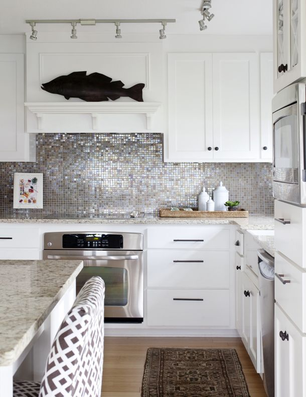 This Is One Gorgeous Sparkly Backsplash The White Cabinetry Granite Countertops Patterned Bar Stoo Beautiful Kitchens Farmhouse Kitchen Decor Kitchen Design