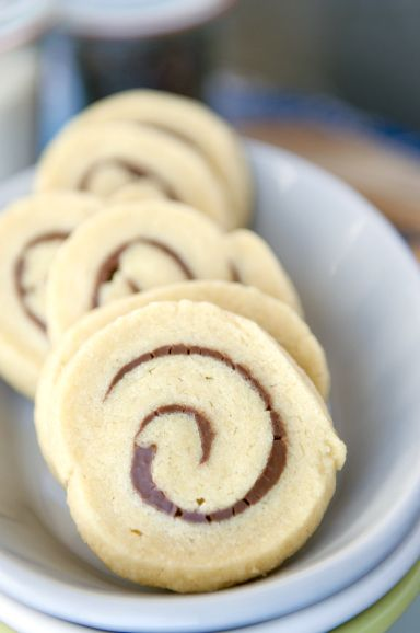 Nutella Pinwheels, why didn't I think of that? And this link has a few other great recipes! Yum!!