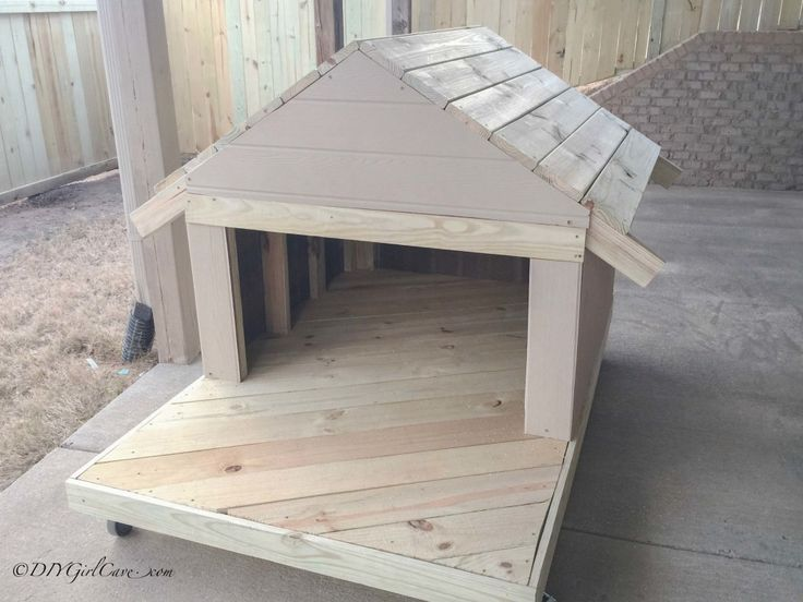 Best 25 large dog house ideas on pinterest large dogs for Dog bed roof