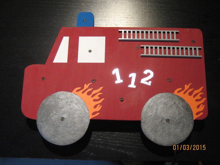 Die besten 25 feuerwehrauto basteln ideen auf pinterest traktor 3 spielzeug traktor und - Wandlampe holz basteln ...