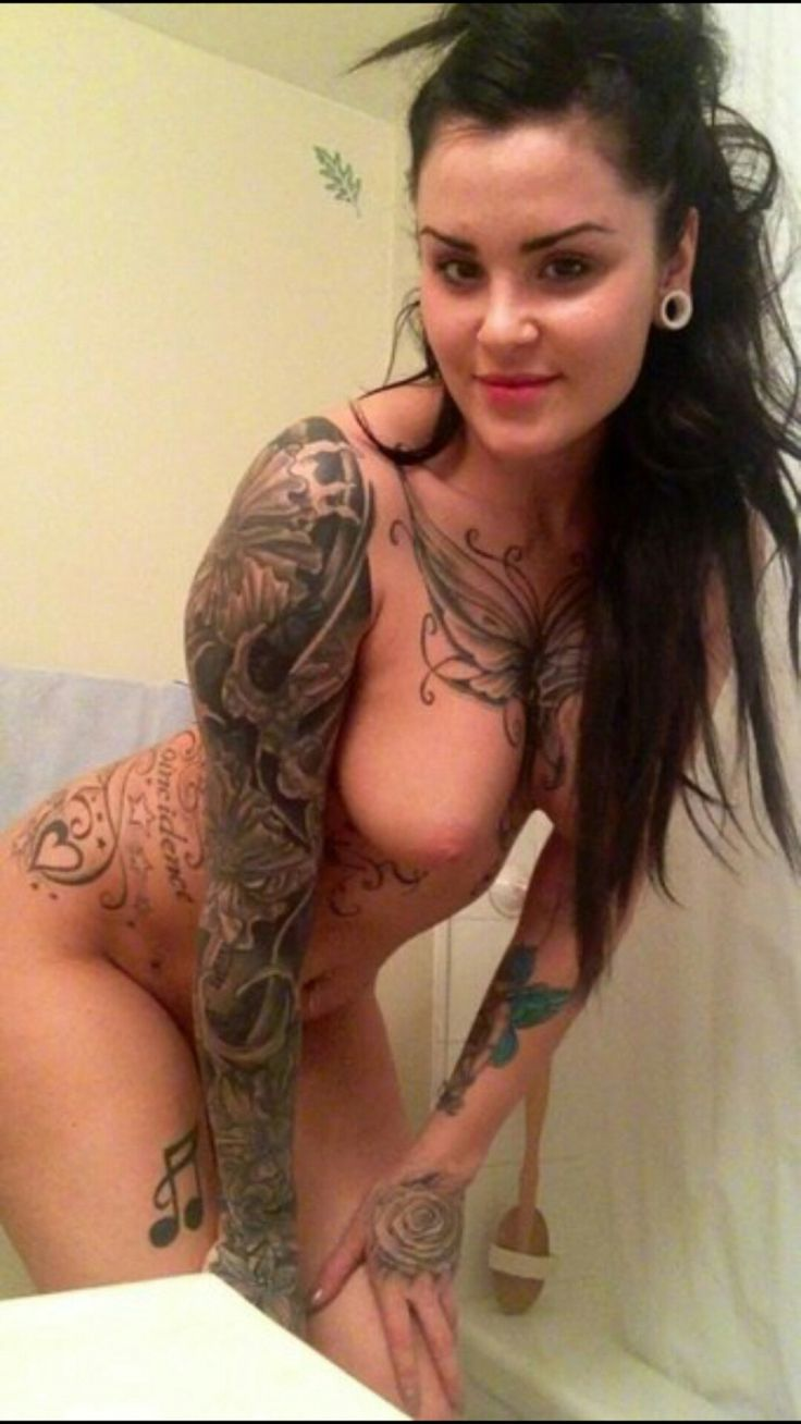 hot chicks with tattoos nude