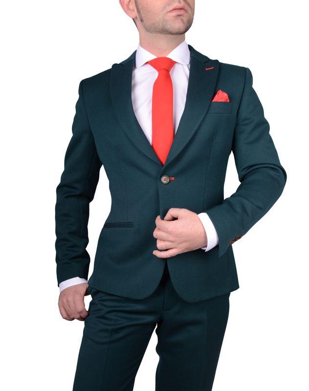 Traje hombre verde, camisa club cuello redondo italiano, corbata roja www.lacolonial.eu