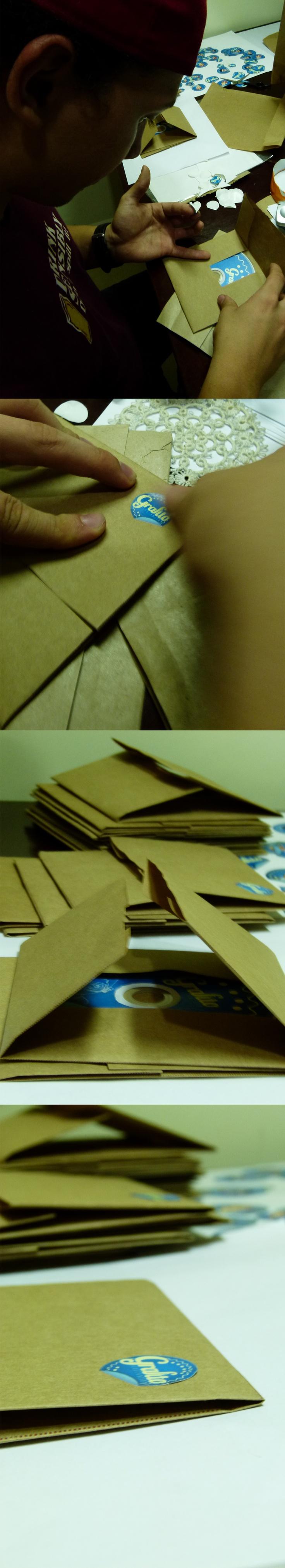 Elaboración de empaque para CD que contiene portafolio digital.