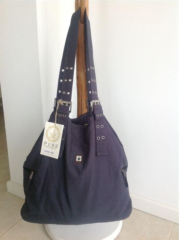 www.mellowway.dk Taske/shopper ca. 38x48 cm Grå. med regulérbare stropper. Stort rum og 4 indvendige og udvendige lommer