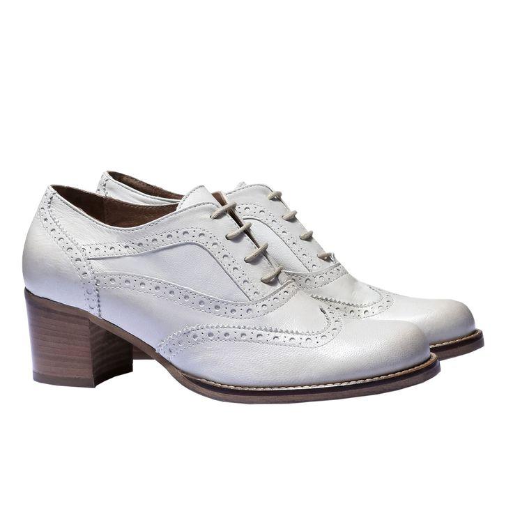 Scarpe da donna ispirate alle calzature formali da uomo con lacci in stile Oxford.