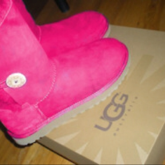 Someone get me these! Now!: Shoes, Fashion, Ugg Boots, Colors, Pink Ugg, Hot Pink, New Baby, Winter Boots, Cheap Sheepskin