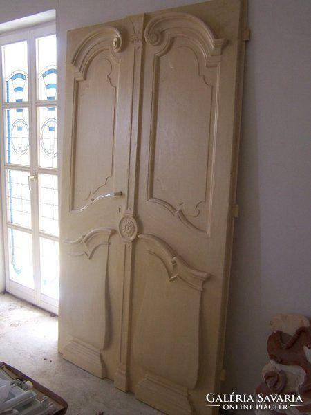 Antik kastély ajtó, tömör fa,  restaurálva