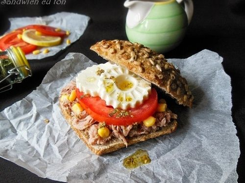 Sandwich cu ton - http://www.gustos.ro/retete-culinare/sandwich-cu-ton-1.html