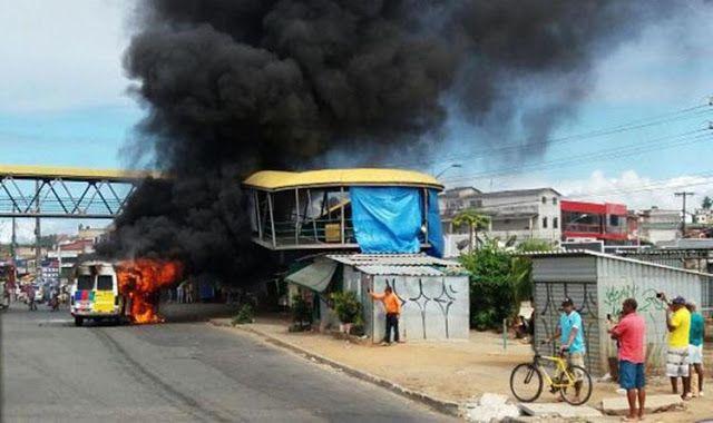 Van pega fogo após pane elétrica em São Cristóvão http://ift.tt/2wXsQG7