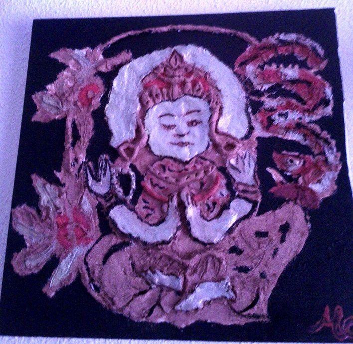 AVALOKITESHVARA (Cuadro de arcilla en relieve de un Buda) Medidas: 40 x 50 cm Acrílicos y arcilla sobre lienzo