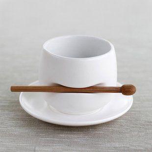 Que idea! Espresso y su cucharita allí mismo...muy cool!