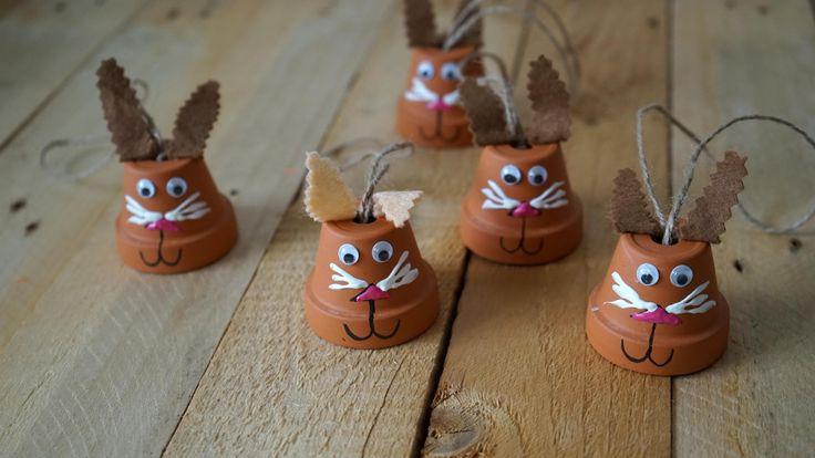 Zajíčci z květináčů - Na malé květináčky jsme namalovali obličej zajíce a přilepili oči. Z plsti jsme vystřihnuli uši které jsme na květináč přilepili tavnou pistolí. ( DIY, Hobby, Crafts, Homemade, Handmade, Creative, Ideas, Handy hands)