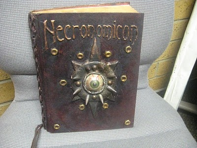 This guy is a genius!  Absolutely amazing!: Necronomicon Tutorials, Books Covers, Halloween Decor, Books Tutorials, Bascomb Mania, Altered Halloween, Spelling Books,  Fireguard, Halloween Books