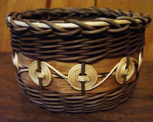 Cheroke Wheel Basket Weaving     I want to learn to make this kind. Twining...not my favorite but maybe I can alter the pattern :) I can change it into a prairie basket!