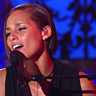 Alicia Keys, this girl is on fire! Not only is she an amazing music artist, but she uses her fame for philanthropy. A talent with a heart.