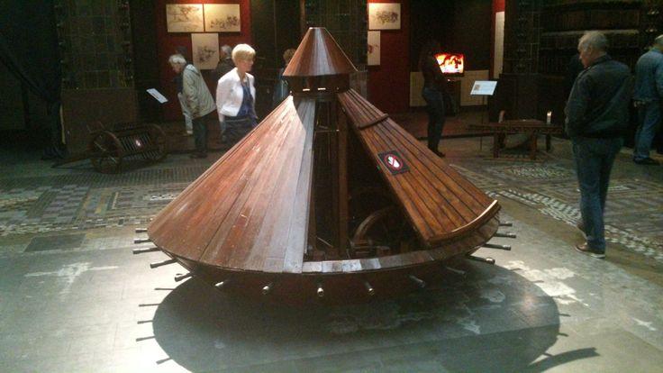 Een uitvinding van Leonardo da Vinci. Deze keer een echt werkende tank, waarin 2 mannen zaten. Deze tank is ook nog gebruikt in de game Assassins's Creed 3.
