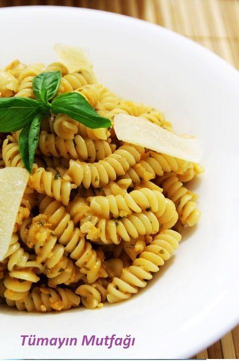 Pesto Domates Soslu Fusili Makarna