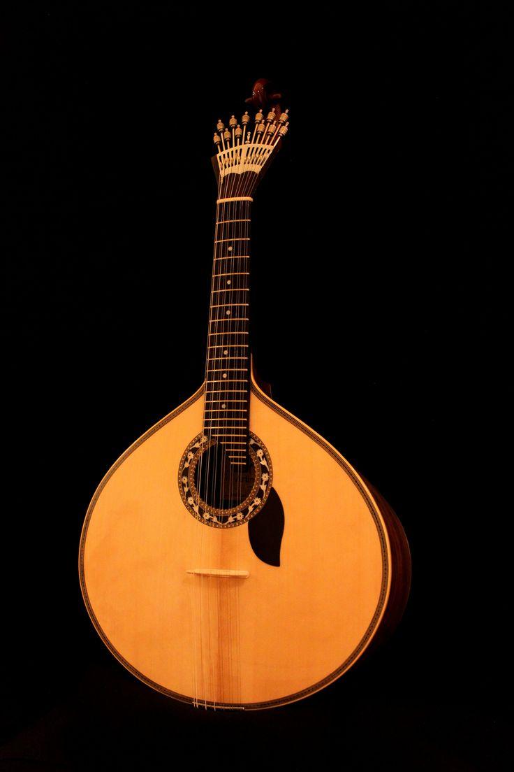 #Portuguese guitar or #Fado Guitar A Guitarra Portuguesa tem atualmente dois modelos com ampla utilização no panorama musical português. Este modelo de Lisboa, distingue-se facilmente do de