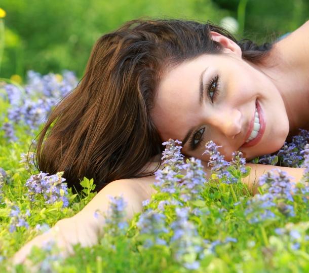 Wypadanie włosów:  http://www.kobieta.info.pl/pielgnacja-wosow/677-wypadanie-wosow