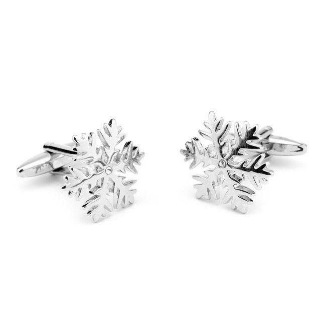 Snowflake cufflink #snow #snowflake #cufflink #manschettknappar #manschettbutiken #tictail www.manschettbutiken.se #julklappstips #christmas #holidaytime