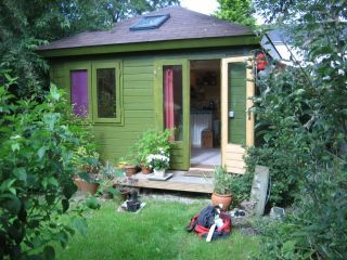 Garden Studio with sleeping accommodation , bathroom and sauna (South Manchester)