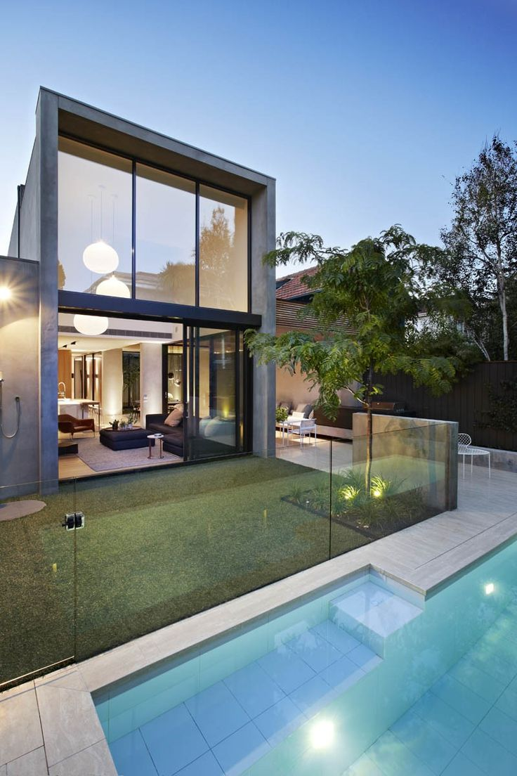 Oban house is located in the inner city suburb of South Yarra, Melbourne Australia. It is positioned at the end of a hidden away cul de sac, amongst the hustle and bustle of the Hawksburn precinct of South Yarra. The owner and Builder, Bear Agushi