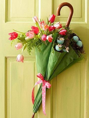 Door decoration - Spring   Source: MidwestLiving.com