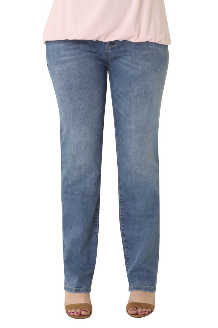 Cotton jeans in classic straight line. The Slim fit that flatters your curves