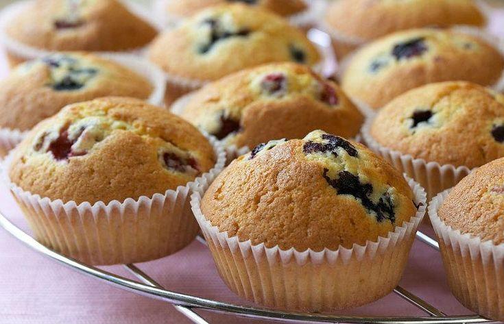 Домашняя выпечка: маффины,  рецепт Маффины внешне похожи на кексы и капкейки. В чем существенное отличие - однозначного ответа нет. Например, с капкейками проще, потому что они всегда должны быть ук...