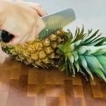 reminder for how to cut a pinapple up by Pioneer Woman, she is so funny on her blog
