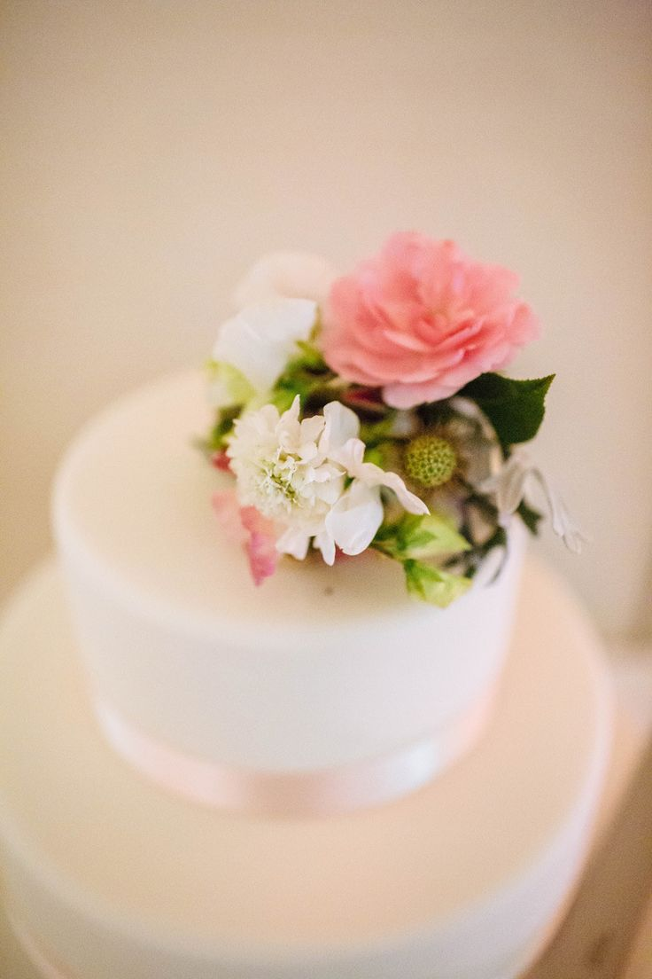 Flower Topper Cake Quintessential English Country Garden London Travel Wedding Http Lauradebourdephotography