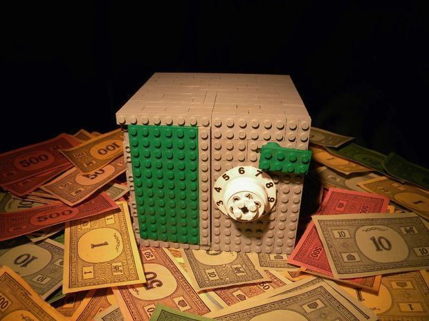 Lego Safe. I might need to make this for my Monopoly money.