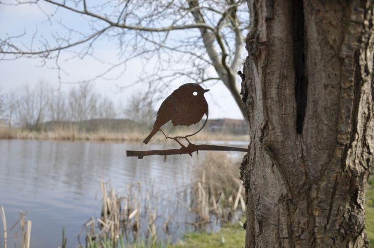 Roodborstjes zien we vaak vliegen. Maar wat dacht je van een Metalen Vogel Silhouet van deze kleine deugniet? Bekijk hem nu in onze webshop!