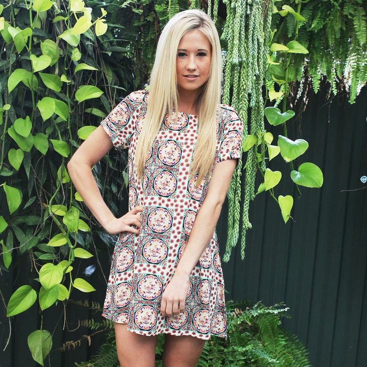 Super cute shift dress with florals surrounding a square bird print.It has a rear zip, cuffed sleeves