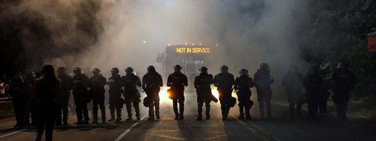 Des policiers anti-émeutes dans la ville de Charlotte, en Caroline du Nord, le 20 septembre 2016. | REUTERS