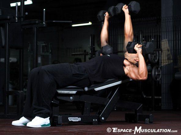 Développé incliné avec haltères pour se muscler les pectoraux. #musculation #chest #exercice #bodybuilding #workout #fitness #exercise