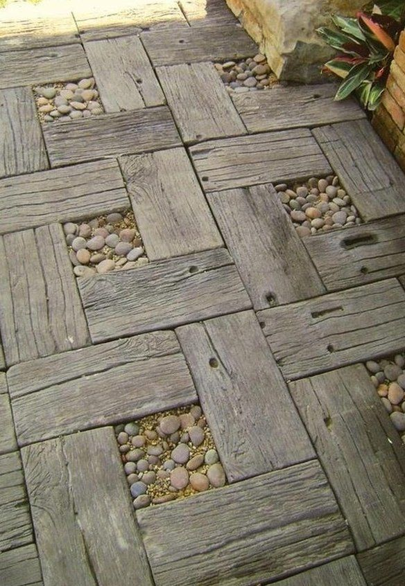Don't want to go with an ordinary paver? This is a great DIY project for those ambitious gardeners out there. Looks great!