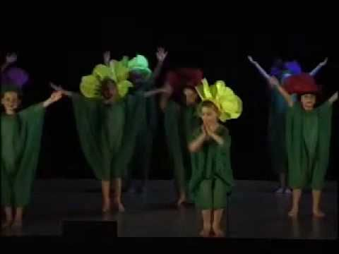 "Initiation 5 ans Spectacle 2009 ""les fleurs"" - YouTube"