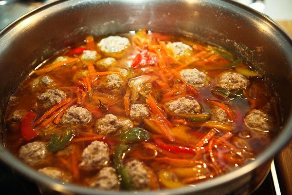 а давайте супа с фрикадельками наварим