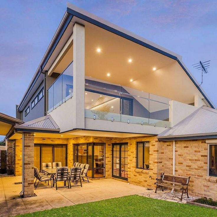 Loving this Quinns rock renovation by @nulookhomes using a creamy palette of colours and varying textures to achieve a fresh modern look.  #australianarchitecture #architecture #exterior #exteriordesign #scyonwalls
