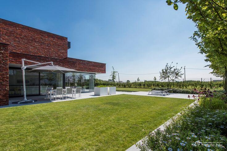 Meer dan 1000 idee n over hedendaagse tuinen op pinterest tuinontwerp tuinieren en tuin - Aangelegde tuin met kiezelstenen ...