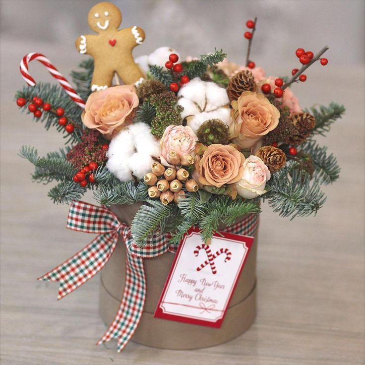 Merry christmas всех католиков с рождеством❄️❄️❄️ пряничного и волшебного вам настроения#flowers #winterbox #lathyruslavka #winter #merrychristmas #gingerbreadmen #flowerbox #gift
