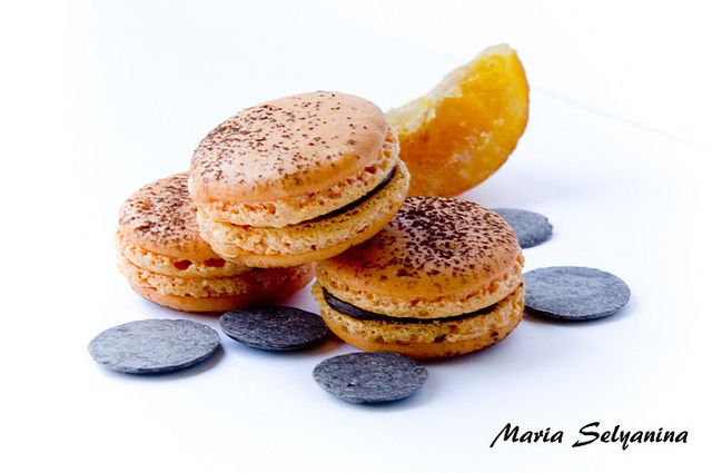 macaron chocolate naranja by Maria Selyanina, via Flickr