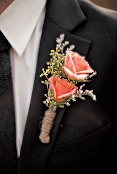Coral Rose Groomsmen Bouts with  Gray Ribbon Stem Wrap instead of twine                                                                                                                                                                                 Más